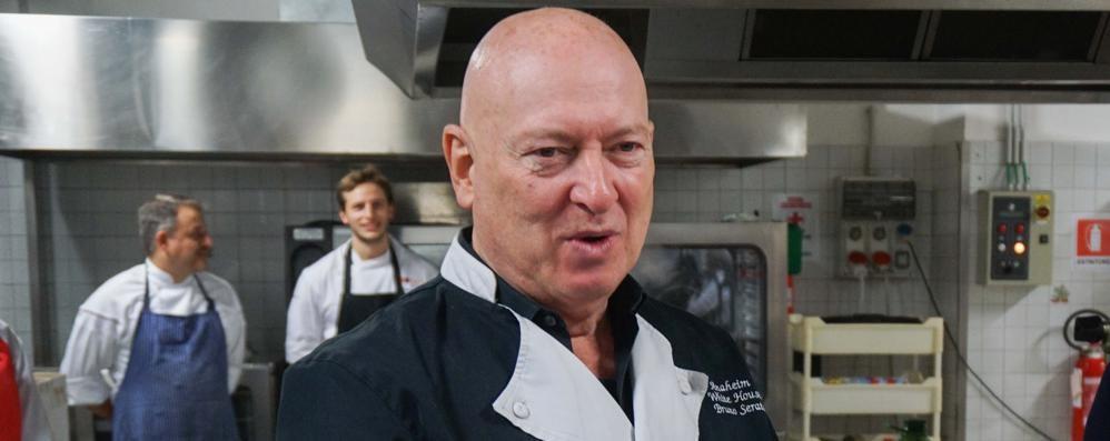 Bruno Serato, lo «chef dei poveri»  Regala un sorriso agli ospiti del Patronato