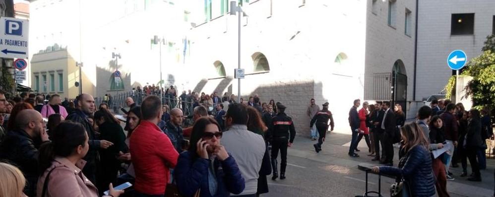 Bergamo, falso allarme bomba   Tribunale, tutti fuori per un'ora e mezza