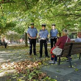 Allarme sicurezza, nuovo servizio dei vigili Pattuglie a piedi nei quartieri della città