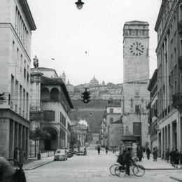 Le Poste, la strada e la piazza Dove il tempo si è (quasi) fermato
