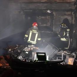 Ristorante distrutto dalle fiamme Incendio sulla Briantea nella notte