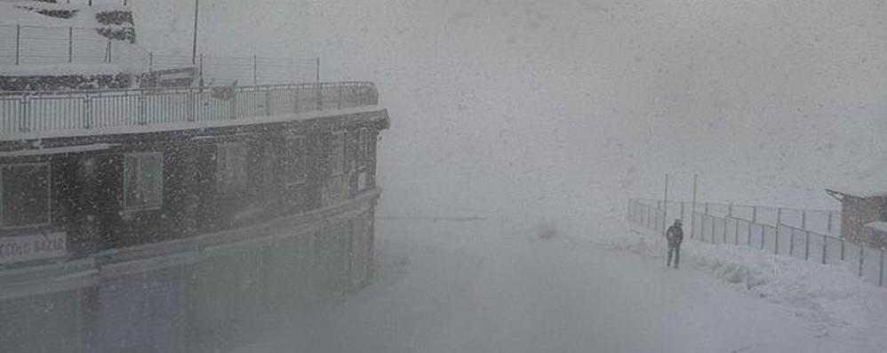 Prima vera neve sulle Alpi - Video Chiuso il passo dello Stelvio