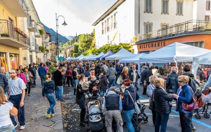 Sagra della mela, raffica di multe A Piazza Brembana scoppia la polemica