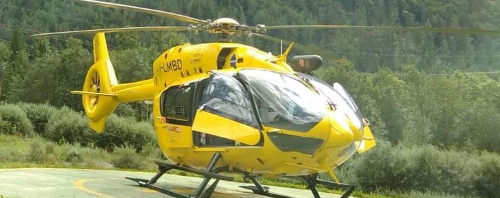 Scivola in un dirupo per 50 metri Salvata una donna a Pradalunga