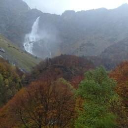 Cascate del Serio, salto fuori programma Pieno il bacino di Valmorta per le piogge
