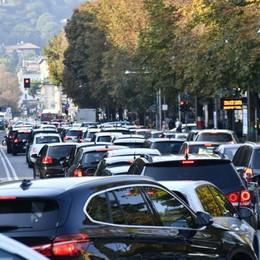 Ecco come evitare code e traffico Attenzione alle strade bagnate