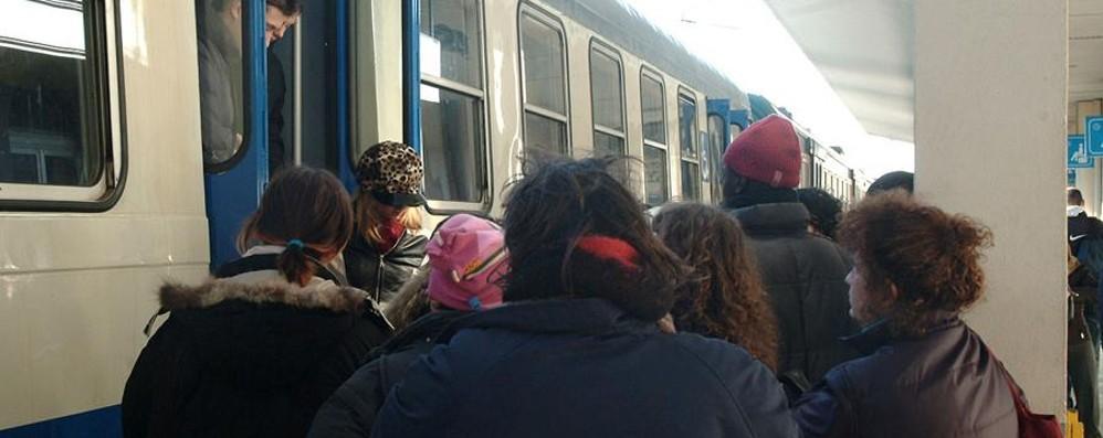 Storie di pendolari e di treni in ritardo «Noi viaggiatori siamo degli avventurieri»