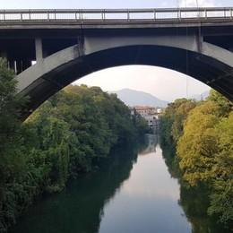Viaggio tra i ponti da bollino rosso Umidità e degrado: l'inchiesta de L'Eco