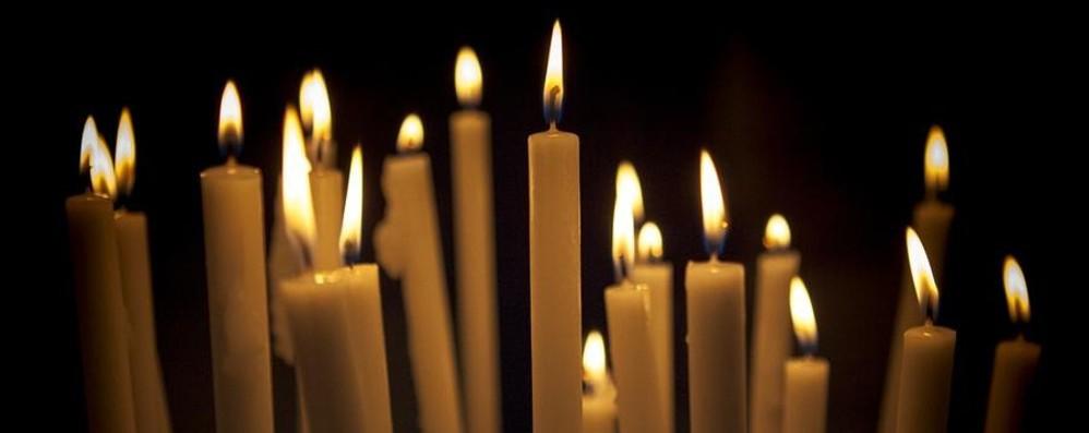 Colere per oltre 24 ore senza corrente Il parroco mette a disposizione le candele