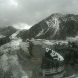 È arrivata anche la neve - Foto Primi fiocchi sul Pizzo Coca e a Foppolo