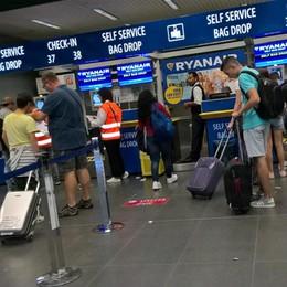 Ryanair, ora si paga il bagaglio Attenzione ai nuovi controlli al check-in