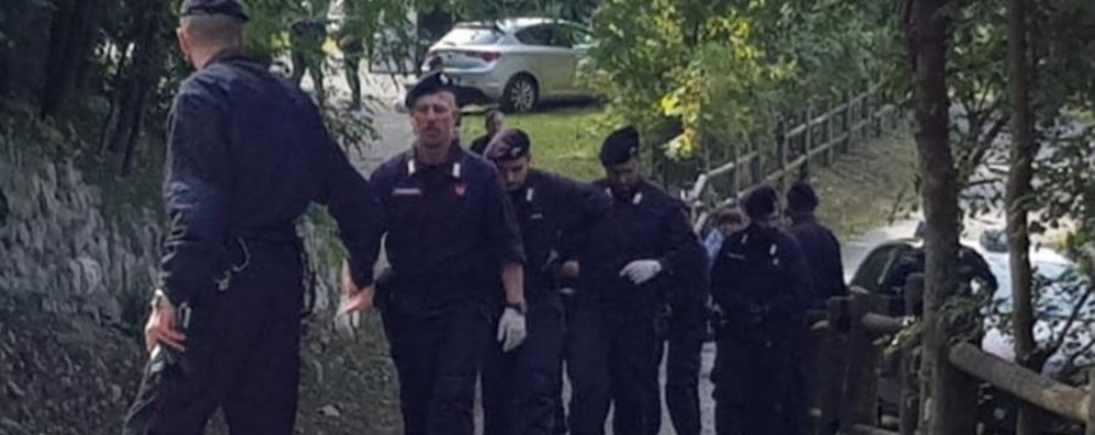 Il professore ucciso con dieci coltellate Colpito alle spalle, ha cercato di difendersi