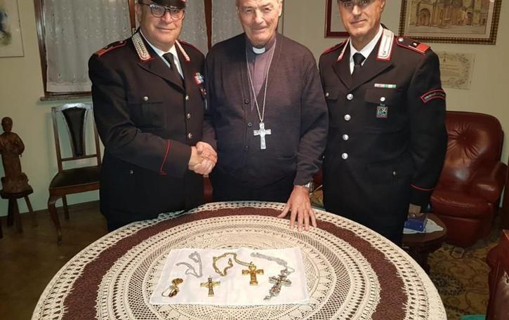 Furto di monili in casa del vescovo Mazza Recuperata  e riconsegnata la refurtiva