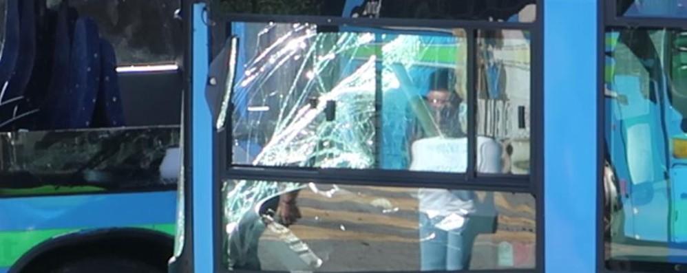 Il ragazzo ucciso dal bus a Gazzaniga L'autista: «Guardavo nello specchietto»