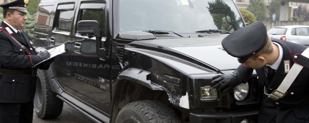Tampona 5 auto con l'Hummer e fugge  Denunciato  un 24enne di Dalmine