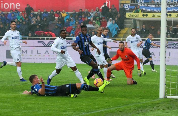 Ataantas Hans Hateboer scores the goal 1-0