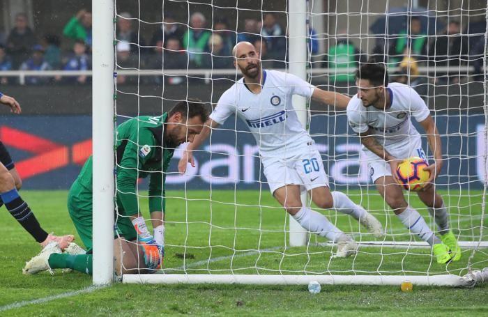 Inter's midfielder Borja Valero