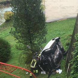 Incidente, auto fa un volo di 6 metri Paura per un bimbo di 3 anni