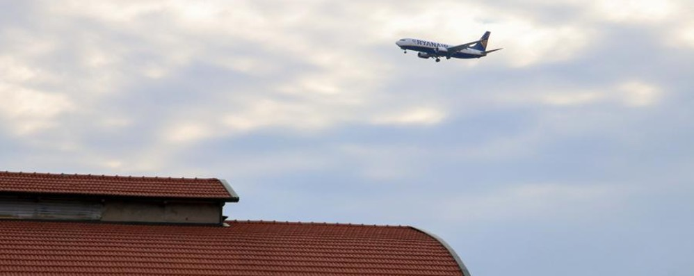 Rotte aeree bocciate, è bagarre politica  Video sul traffico voli degli ultimi tre anni