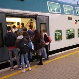 Ponte chiuso, effetto sardine sui treni Passeggeri per Milano raddoppiati