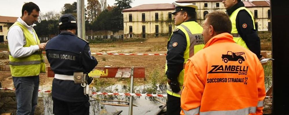 Spaccata a Zogno, scatta l'inseguimento La fuga finisce nel cantiere Montelungo
