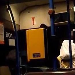 Minacce e pugni contro l'autista Passeggero sequestra un bus Atb