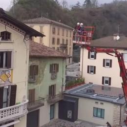 San Giovanni B., demolizione alle 23 Tutti i video della casa dopo l'esplosione