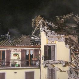 Dopo l'esplosione, ruspe nella notte- Foto  San Giovanni B., il video della demolizione