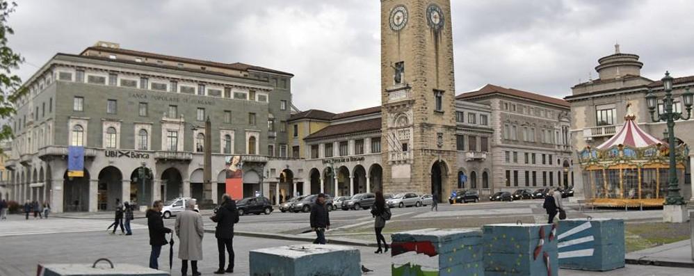 Plinti anti-terrorismo in pietra Si parte dal centro piacentiniano