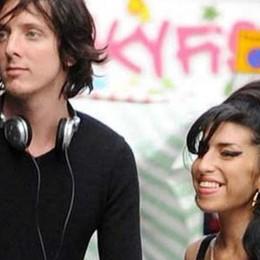 Il chitarrista di Amy Winehouse si è innamorato di Bergamo - Video