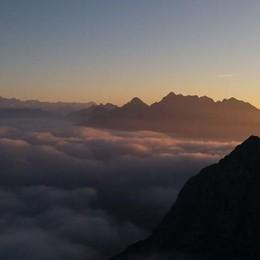 A duemila metri sopra il cielo - Foto Lo spettacolo delle Orobie oltre le nuvole