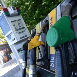 Prezzi benzina in discesa nei distributori Scopri quelli meno cari in Bergamasca