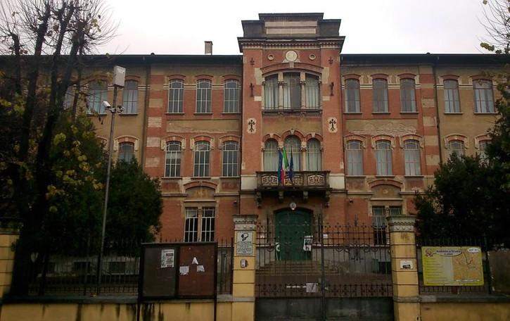 Caravaggio, vetri infranti dalla bufera Da sostituire 175 finestre della scuola