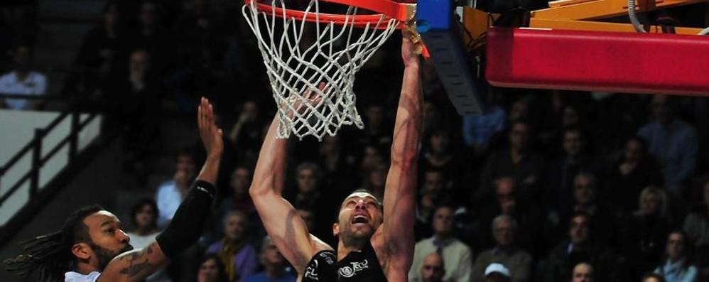 Tiri liberi sul basket orobico Cin cin Bergamo, Remer passo indietro