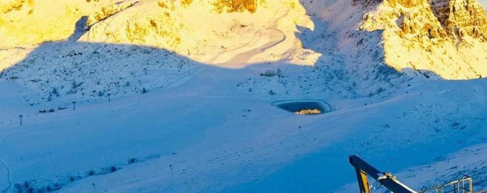 La neve gioca d'anticipo in Bergamasca Sulle piste gara a chi vuol aprire prima