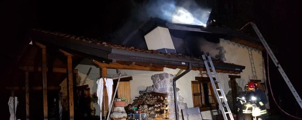 Fiamme in un cascinale a Lepreno Tre squadre dei Vigili del fuoco in azione