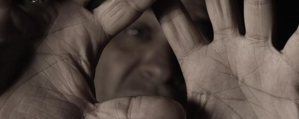 Picchia e minaccia convivente per anni Capriate, 60enne allontanato da casa
