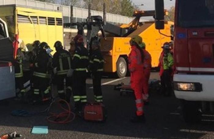 L'intervento dei vigili del fuoco sull'incidente