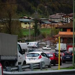 Galleria Montenegrone aperta Incidente e code a Ranica