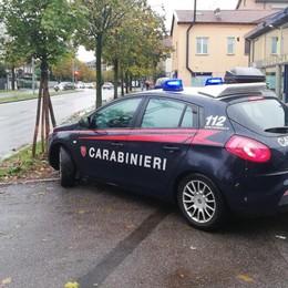 Giovane minacciato    e rapinato con coltello  Bergamo, arrestati i responsabili
