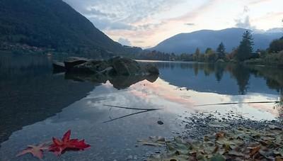 Lago autunnale