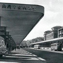 Una corsa nel passato tra bus, arrivi e partenze