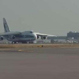 È tornato a Orio, destinazione Russia Il video spettacolare dell'Antonov
