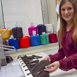 Viaggio nei mestieri del tessile Giorgia, dal diploma subito in fabbrica