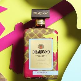 Il levriero sulle bottiglie di liquore Trussardi colora Disaronno