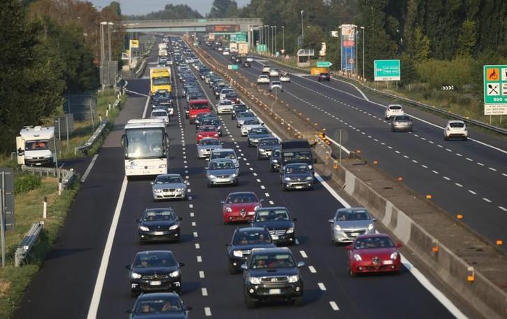 «In autostrada alzare il limite a 150 km/h» La proposta della Lega, cosa ne pensi?