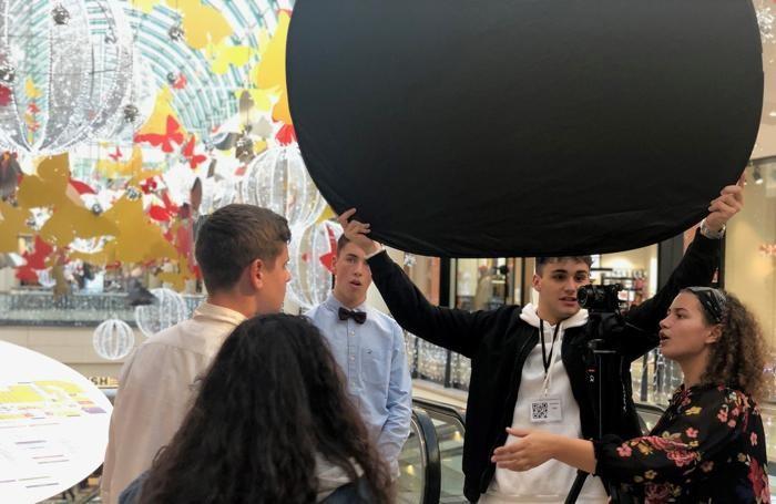 Il set degli studenti aspiranti registi dentro Oriocenter