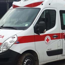 Volo di 10 metri dal tetto di un capannone Tragedia a Mornico: grave un 74enne