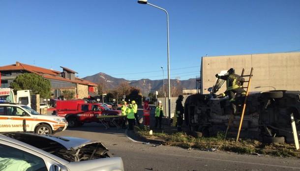 Auto contro furgone a Gorlago Giovane 23enne in prognosi riservata
