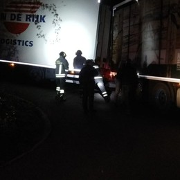 Navigatore inganna un camionista Rimane incastrato con il tir tra i tornanti